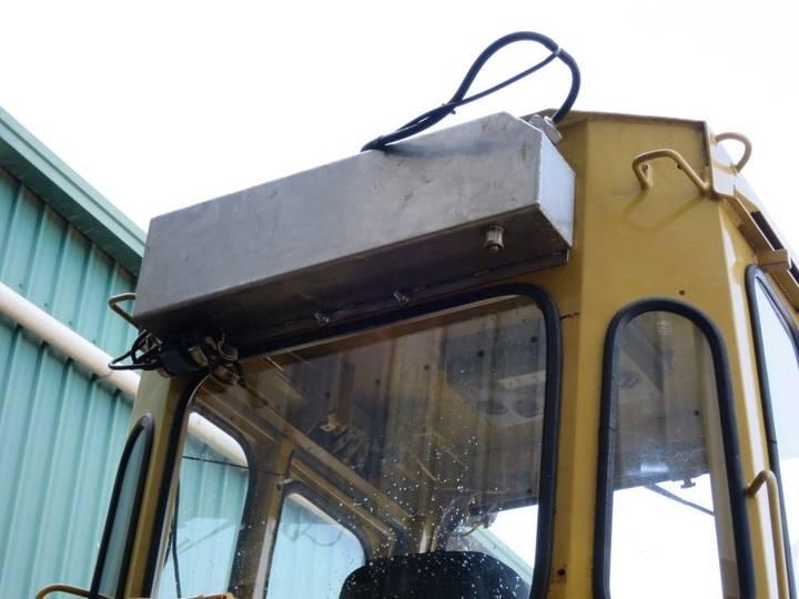 Automobile air conditioning for excavator