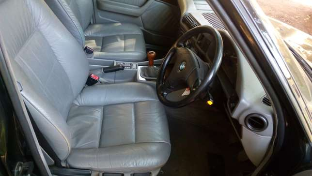 BMW 520i Classic with sunroof - Pristine - amazingly well kept Westlands - image 5