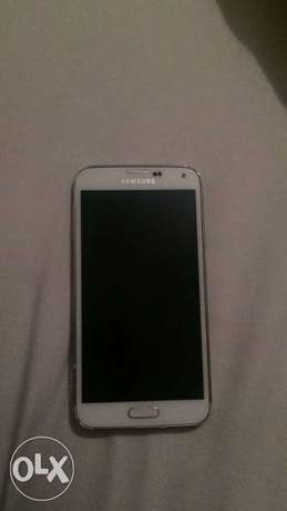 Samsung s5 for sell asap 2000r negotiable,works perfectly well Sunninghill - image 1