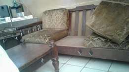 Wooden 7 seater lounge suit & coffed table very good strong quitity wo