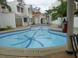 5 bedroom spacious Villa with sq to let in nyali