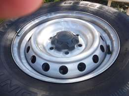 4xFord Ranger rims with tyres 255/70/16,Continental Cross Contact LX
