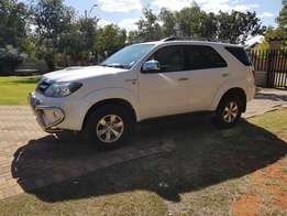 2008 Toyota Fortuner 3.0 d4d. Only 169000km with a FSH