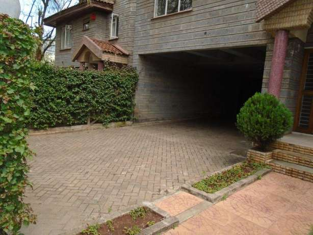 Beautiful 4 bedroom town house to let - Lavington Nairobi CBD - image 7