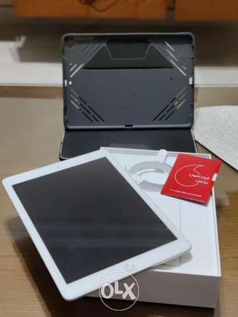 Ipad 6th generation 128gb Wi-Fi + cellular with protective case.