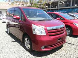 G-grade Wine Red Noah,2009 Model,2000cc,Low Mileage and Clean Seats