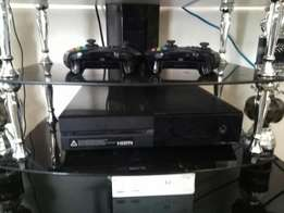 Xbox One 500GB + 2 Controllers + 4 Games