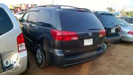 Very Clean Registered Toyota Sienna XLE 05