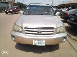 Clean toyota highlander 04 with first body and sound