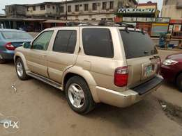 A sharp and neatly used 2002 infiniti qx4, leather, ac, alloy, cd.