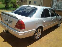 Mercedes-Benz C 250 DIESEL 1998 FOR R35 000.00