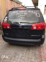 accident free tokunbo toyota sienna 2007 model for 2.6m