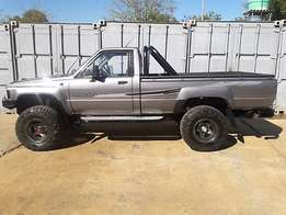 Toyota hilux 2.4 4x4 !!! a must have !!!