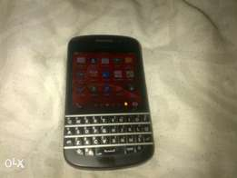 brawn new blackberry Q10s for sell. 1500