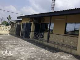 a 2bed office space at yusuf sanusi off A.ogunsanya, surulere.600k 1yr
