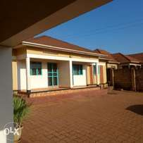 Two bedroom house for rent in kiwatule at 460k