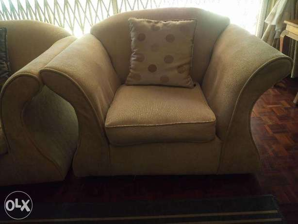 Comfy lounge sofa set for sale Kilimani - image 4