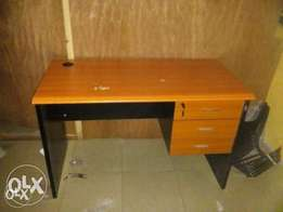 Awesome Quality Office Table 006