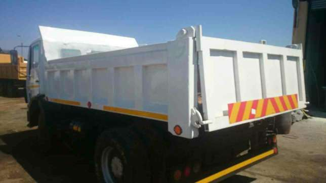 Mercedes Benz econoliner 6cube tipper on special Springs - image 2