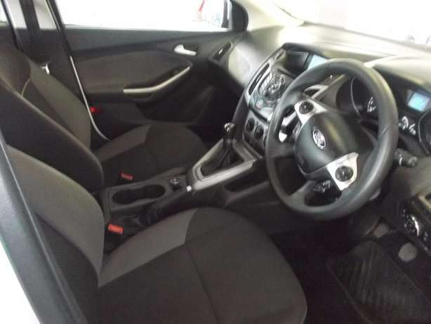 Pre Owned 2012 Ford Focus 1.6 t/l Johannesburg - image 8