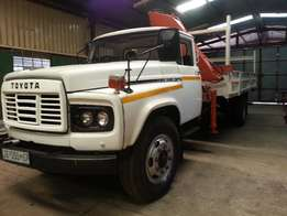 8 ton truck with 2 ton crane for hire