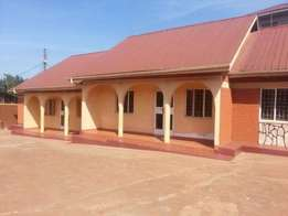two bedroom house for rent in kireka at 450k