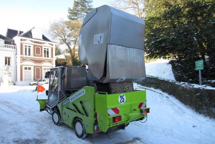 Green automaturatoare capacitate mica  machine 636 road sweeper