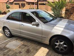Mercedes Benz C2oo kompressor Manual For Sale