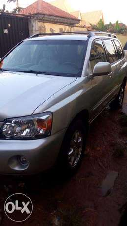 Super clean 06 toyota highlander 7 seater , 3rd row. tincan cleared. Lagos Mainland - image 8