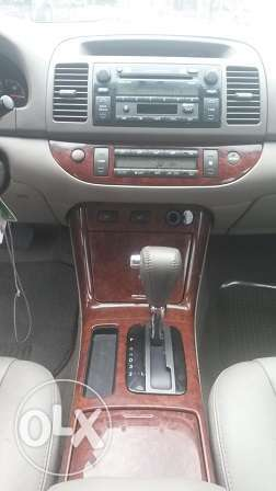 Toyota Camry XLE Gold Color Ikeja - image 5