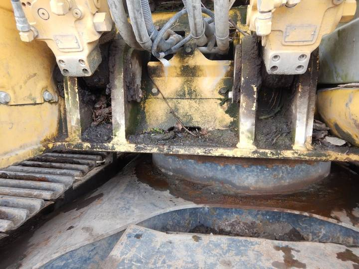 New Holland E135BSR-2 - 2009 - image 32