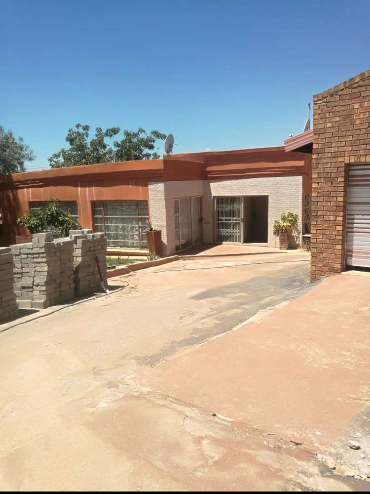 bachelor available to rent in phokeng  rustenburg