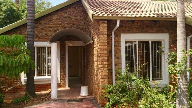 Spacious 3 Bedrooms for sale in Orchards The Orchards - image 2