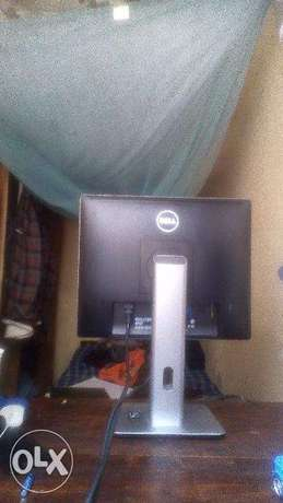 OFFER!! Dell TFT widescreen 19 inch 2 months old Nairobi CBD - image 2