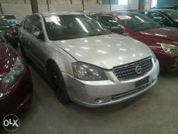 Extremely clean 2004 Nissan Altima