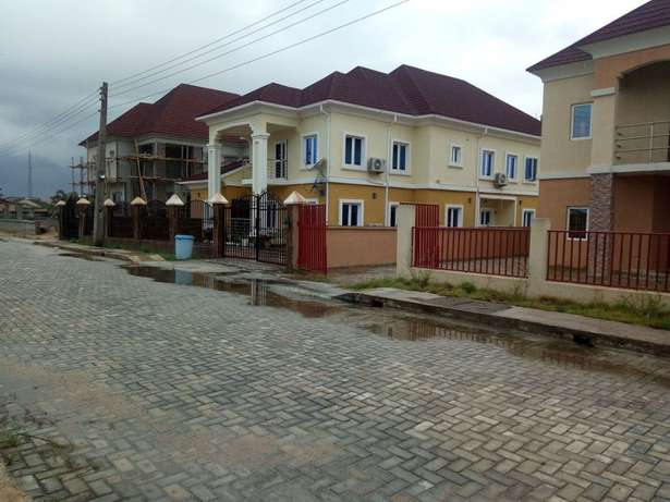 Affordable lands in an a existing Estate for all income classes Alimosho - image 2