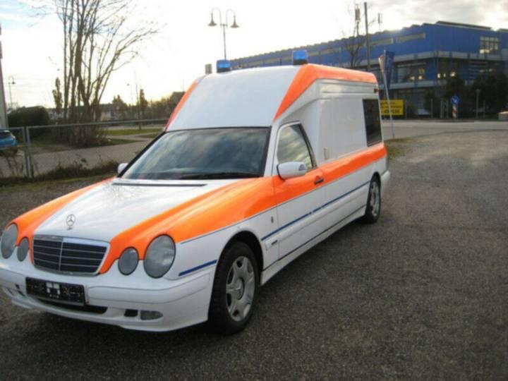Mercedes-Benz E220 CDI Krankenwagenu002FRettungswagen. Scheckheft