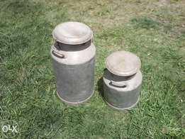 Alluminium antique milk containers
