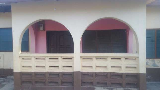 2 bedroom house for rent Dansoman - image 1