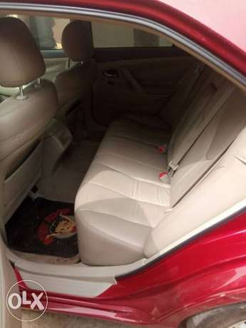 Mint Tomato Red 2008 Toyota Camry LE with neat leather & custom alloys Abule Egba - image 2
