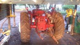Mc Cormick International B414 Tractor