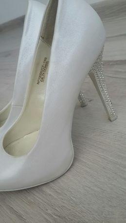 7a50cc5d7ef6e3 Туфлі білі весільні: 300 грн. - Жіноче взуття Львів на Olx