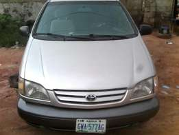 Neat Naija Used Toyota Sienna 1999 Model At Give Away Price,