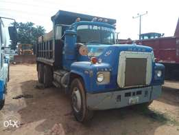 Very clean Mack R model in perfect working condition for sale