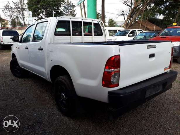 Toyota Hilux Double Cab, Year 2011, white, Engine 2500cc Diesel, Manua Hurlingham - image 2