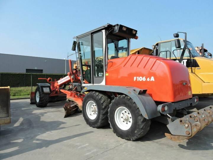 New Holland F106.6A - 2004