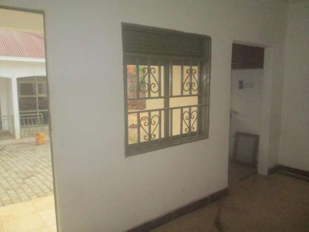 Impressive double room in kisaasi at 450k Kampala - image 3