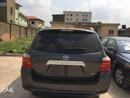 ADORABLE MOTORS: An accident-free 2010 Toks Toyota Highlander
