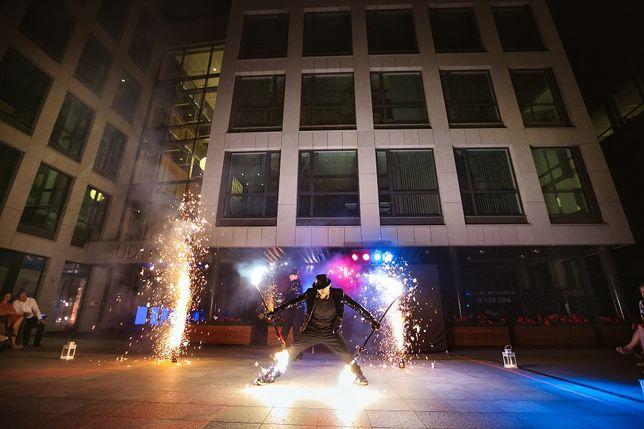 Pokaz Tańca Z Ogniem Fireshow Ledshow Karnawał Walentynki