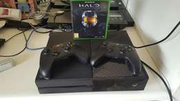 Xbox one , 2 controllers, Halo 1, 2, 3 and 4